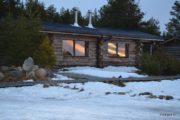 Общий вид дома в лучах вечернего заката
